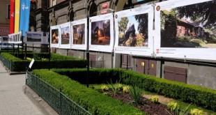 Wystawa przed starostwem Miejsca ludzie i wydarzenia